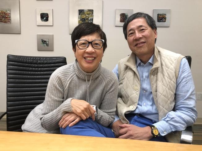鮑選耀(右起)與太太Susanna Pau是虔誠的基督徒,對於多年的開發經驗與事業起伏,兩人說:都交給神;但基本的信念是讓社區更好。(記者李榮/攝影)