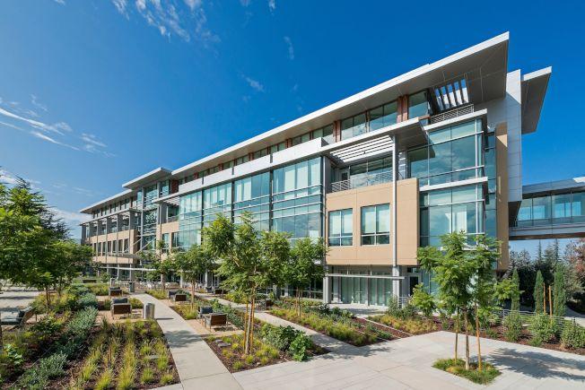 洛斯蓋圖的Netflix辦公室園區,也是鮑選耀的開發之一。他認為,灣區未來的樣貌將更為多元,而混合型的住商空間將是趨勢。(Sand Hill Property提供)