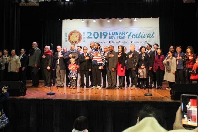 文化中心新年園遊會是休士頓華人社區年度最重要節目,主流及華裔社區領袖皆前來參加並向民眾拜年。(記者郭宗岳/攝影)