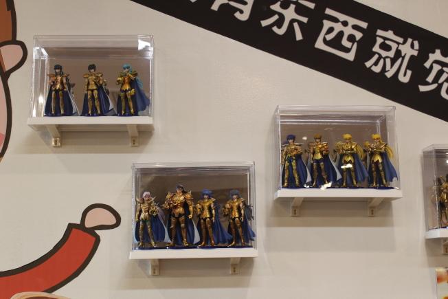 店內陳列很多限量版等經典動漫模型。(記者劉大琪/攝影)