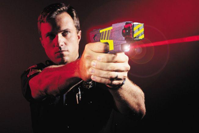 電擊槍用於執法,在聖馬刁縣引起巨大爭議。(圖片來源:Getty Images)