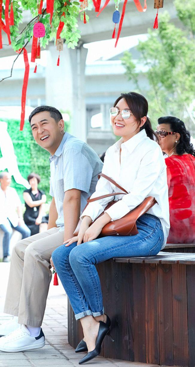張嘉譯(左)、閻妮主演的《少年派》以高中校園為背景。(取材自豆瓣電影)