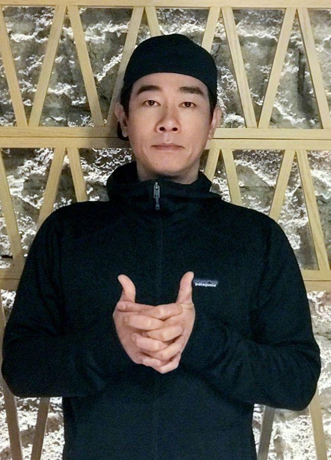很多人不知道,陳小春有著悲苦的童年。(取材自微博)