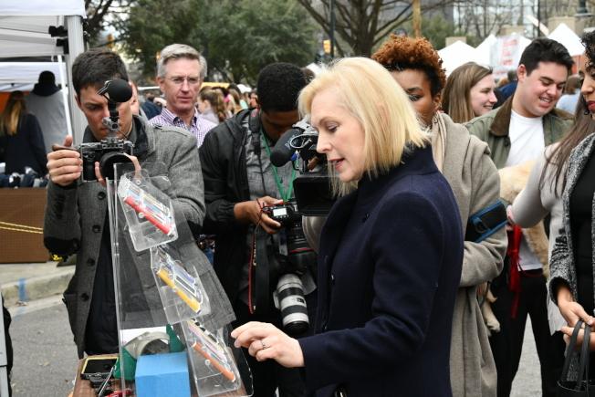 已經宣布參選民主黨總統初選的紐約州聯邦參議員陸天娜已展開跑票程,上周在南卡州拜票。(美聯社)
