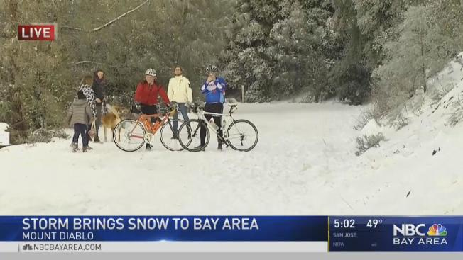 灣區迪亞布洛山周末再度降雪。(電視新聞截圖)