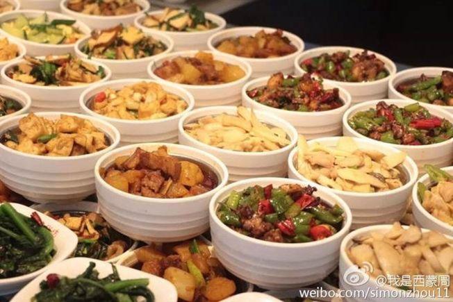 華為食堂菜式豐盛。(取材自微博)