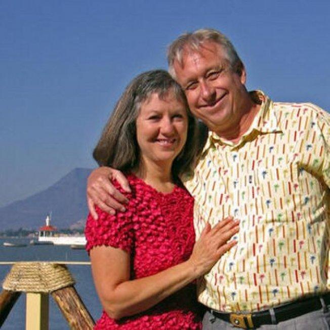 雖然積蓄只有50萬元,卡德利夫婦在1991年只有38歲時就退休,在過去的26年裡,他們走遍世界,按自己的心意生活。(取自推特)