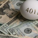 想從退休帳戶提錢 小心巨額稅單跟著來