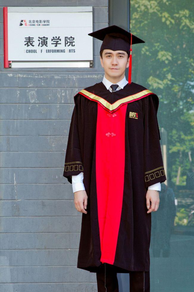 翟天臨去年拿到北京電影學院博士學位,卻遭質疑可能造假。(取材自微博)