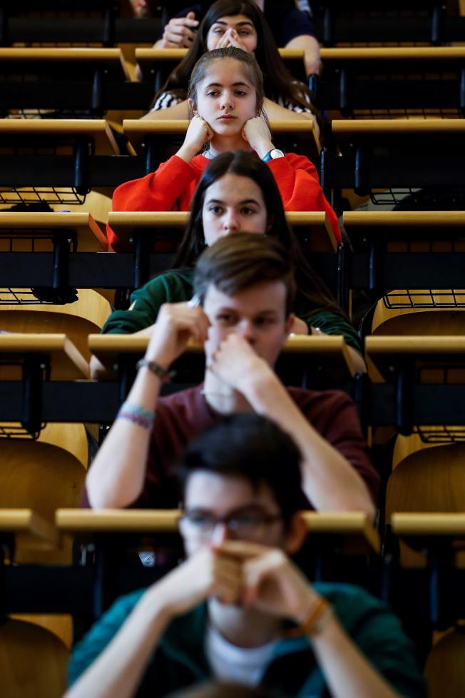 尼特族到了高中常常考試不及格(圖中人物非當事人)。(EPA)