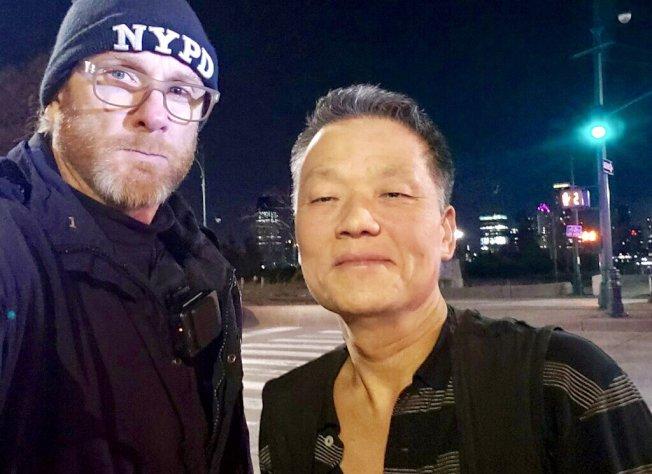 市警一分局曼哈頓下城助亞裔司機擒獲偷車賊。(取自市警推特)