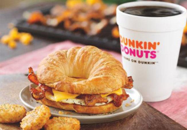 Dunkin'近年來也強化早餐食品,新增了幾項新的早餐三明治。(Dunkin')