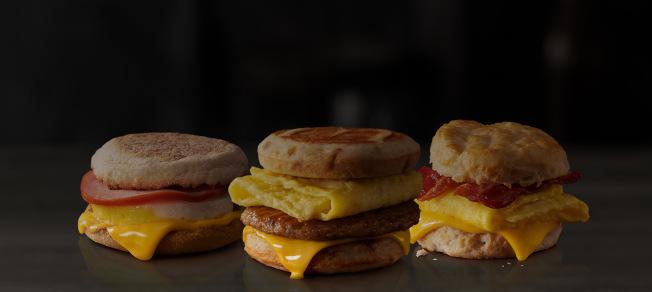 麥當勞已開始全天供應早餐菜單選項。(麥當勞)