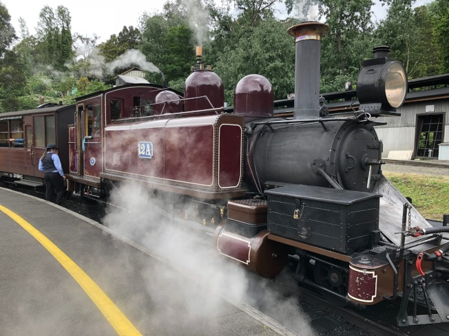 普芬比利(Puffing Billy)是澳洲最古老的蒸汽火車。(記者錢欽青/攝影)