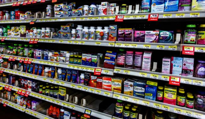 FDA在11日發布警告,提醒消費者注意市面上售出的營養保健補充品宣稱有助阿茲海默症,完全不實。(Getty Images)