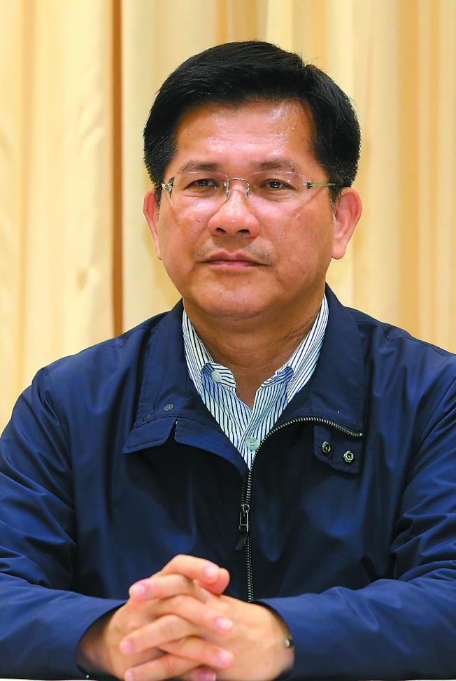 華航機師罷工昨晚第二次勞資協商破局,交通部長林佳龍希望趕緊找到兩方都合理的方案。(記者葉信菉/攝影)