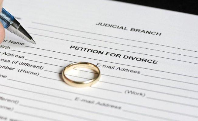 离婚对女性的财务特别不利,即使拥有大量资产的女性,在离婚后往往蒙受经济损失。(取自推特)