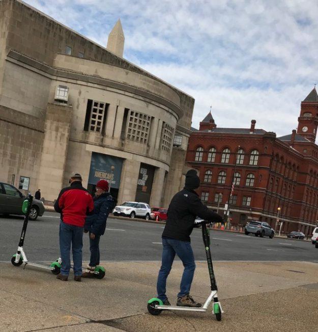 騎乘電動滑板車 兩年逾千人受傷