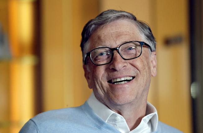 身價直逼1000億元的微軟創辦人比爾蓋茲說,政壇新秀民主黨紐約州國會眾議員歐凱秀-柯提茲提出對富人課徵70%所得稅的主張有著見樹不見林的盲點,還可能導致逃稅。(美聯社)