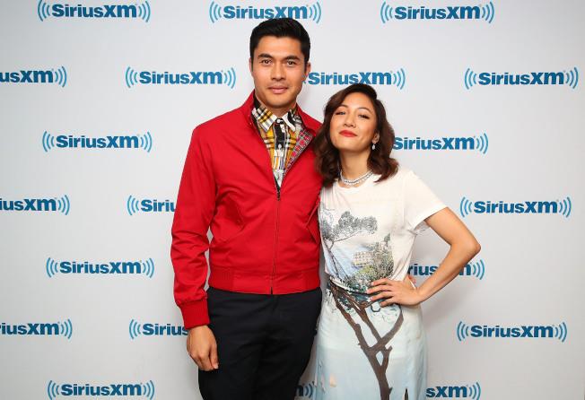 「眾生相雜誌」13日公布好萊塢最時尚明星名單,「瘋狂亞洲富豪」電影女主角吳恬敏(右)和男主角亨利高汀(左)風光上榜。(Getty Images)