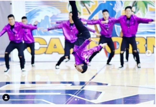 馬凱博高中男子舞蹈隊表演後空翻。(@collinlphoto on Instagram 提供)