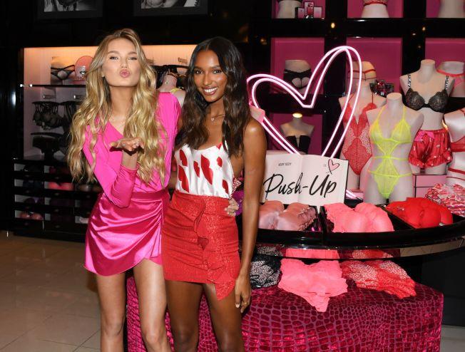 洛杉磯「維多利亞的秘密」內衣商店在情人節前推出節慶擺設。(Getty Images)