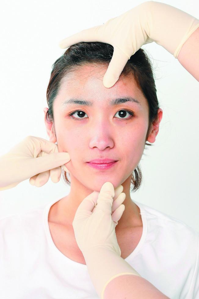 臉部狀況透露一個人的健康訊息,臉色蒼白可能是因為缺鐵。(本報資料照片)