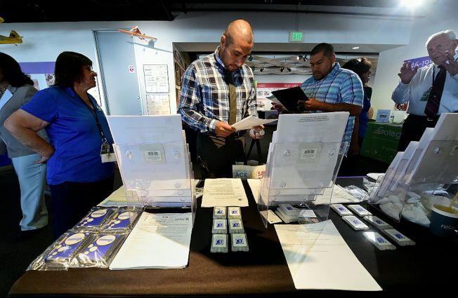 就業博覽會上的求職民眾。(Getty Images)