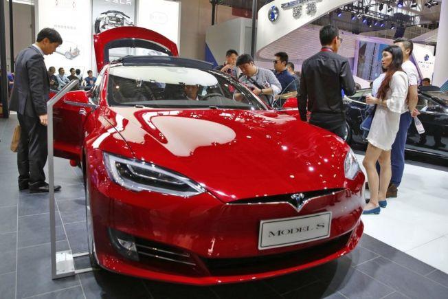電動車製造商特斯拉終於推出了期待已久的標準Model 3車款,起價為3萬5000元,並將所有銷售轉至網路下單。(歐新社)