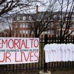 帕克蘭槍案1周年 全美悼17師生
