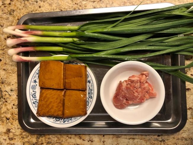 蒜苗香干炒肉絲材料
