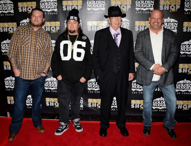 「金銀當鋪」一家人已是全國明星,柯瑞(左起)、友人Chumlee、「老人家」及瑞克。(Getty Images)