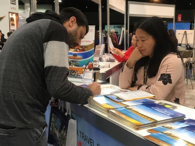 許多非華裔對去中國旅行非常有興趣。(記者謝雨珊/攝影)