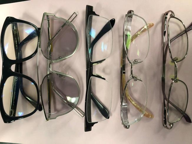 眼鏡價格飛漲,鏡框平均售價已升至231元,名牌鏡框更不得了。單光鏡片平均售價112元,雙光(Progressive)無邊鏡片平均224元。近視度數深者,一付眼鏡800元就飛了。(記者胡清揚/攝影)