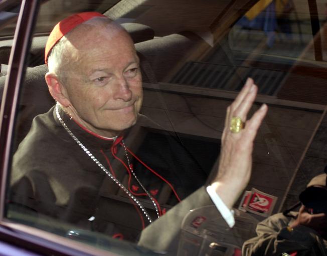 華府前樞機和大主教麥卡瑞克遭免除神職,這種懲罰有時被稱為對教士判死刑。(美聯社)
