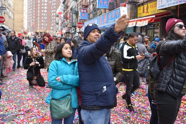 外族裔民眾開心同慶農曆新年。(記者顏嘉瑩/攝影)