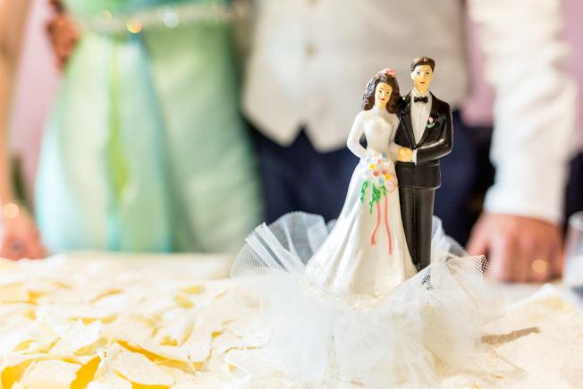 孩子日漸長大,卻未步入婚姻殿堂,做父母的無不暗自著急。(美聯社)