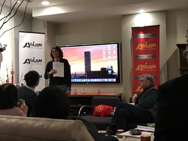 亞洲躍動電影節將於3月12日至4月14日在芝市登場,王曉菲介紹影片內容。(記者董宇/攝影)