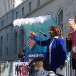 抗議川普濫權建邊牆洛城數百人聚市政廳