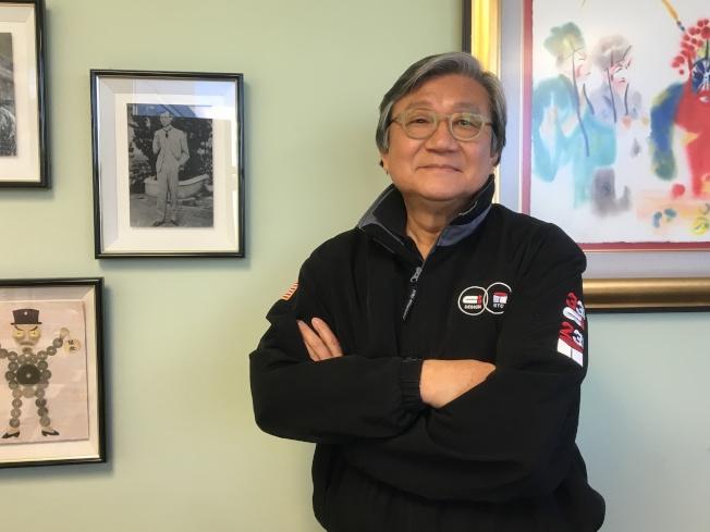 吳哲芳創業35年至今,年將70歲依舊「肩負重任」堅守崗位,只為了自己一手創辦的公司和旗下百餘名員工的生計。(記者謝雨珊/攝影)