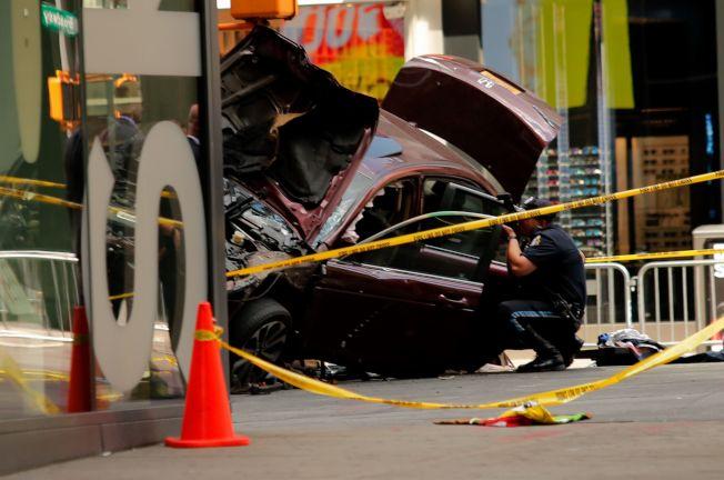 2018年紐約大都會區的汽車保險費,比2017年增加近7.9%。圖為時報廣場發生車禍。(Getty Images)