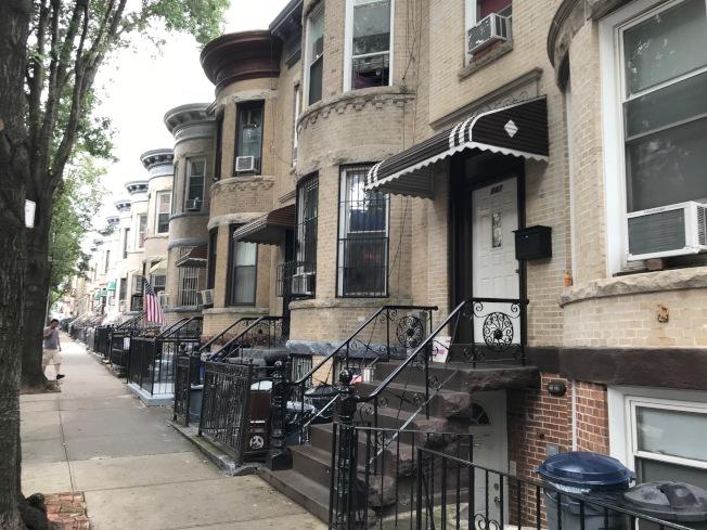 由於布碌崙靠近曼哈頓區域的房價依然保持高位,許多買家開始將目光投向日落公園等南布碌崙地區。(記者和釗宇/攝影)