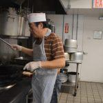 從外科主任到廚師 70歲的他:一樣服務人群
