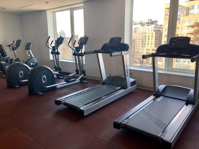 大樓內設有健身房。(記者朱蕾/攝影)