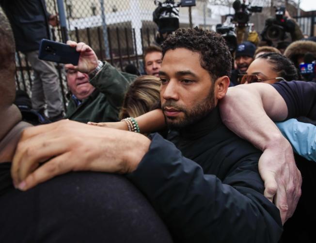 涉嫌自導自演仇恨犯罪的「嘻哈帝國」影集男星史莫里特在法院出庭。(歐新社)