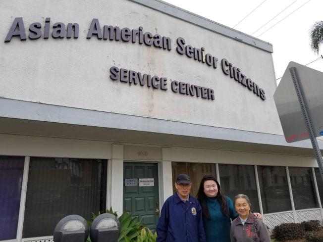 亞美老人服務中心中老年人就業培訓計畫學員與中心幹部。(亞美老人中心提供)