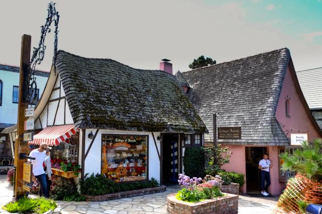 鎮上的糖果店,仿「麥考馬斯風格」的英式童話小屋。