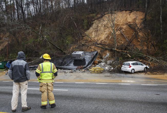 田納西州Chattanooga地區部分公路23日因落石封閉。(美聯社)