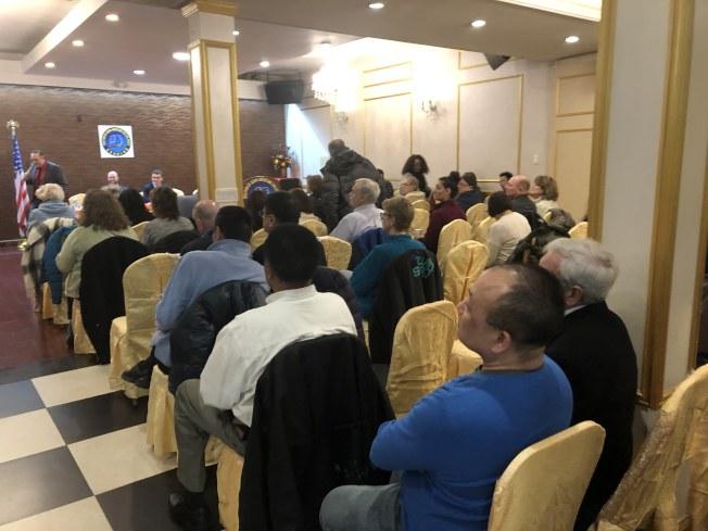 來自五區的社區領袖當天出席論壇,發表意見。(記者顏潔恩/攝影)