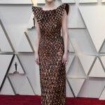 艾瑪史東步紅毯 格紋裝被譏「鬆餅」